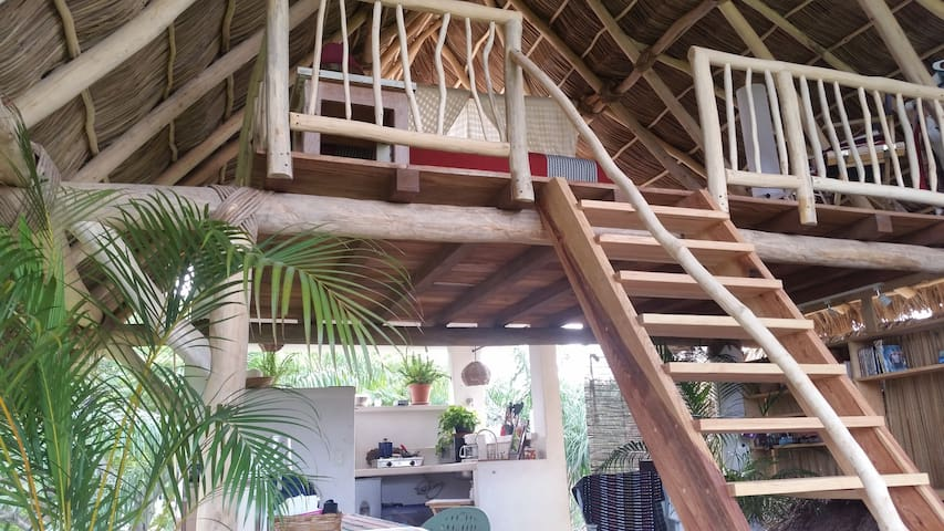 Casita 3 Open Air Treetops loft, 6 min. to beach