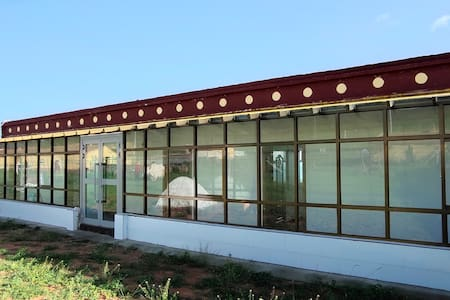 青海湖二郎剑风情客栈(302号房)两个标准单人床