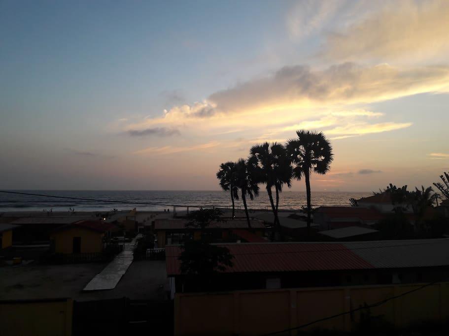 Vue mer depuis la chambre et le balcon