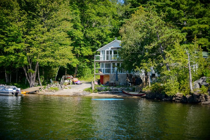 Lake House(Lower):2br awesome view, hot tub