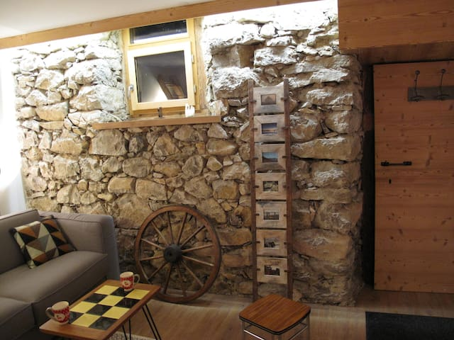Quiet and Authentic Mountain Chalet 4 - 13 pple