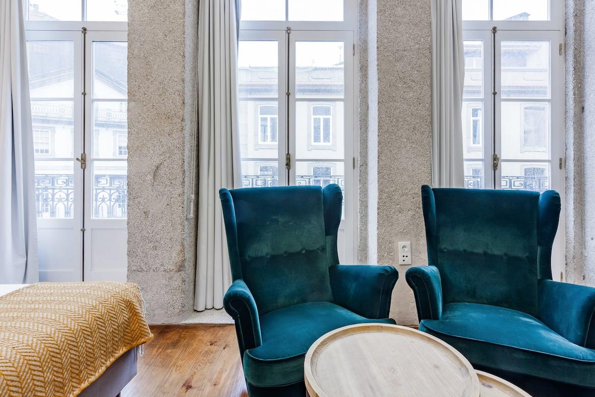 Studio Apartment with Balcony next to Ribeira