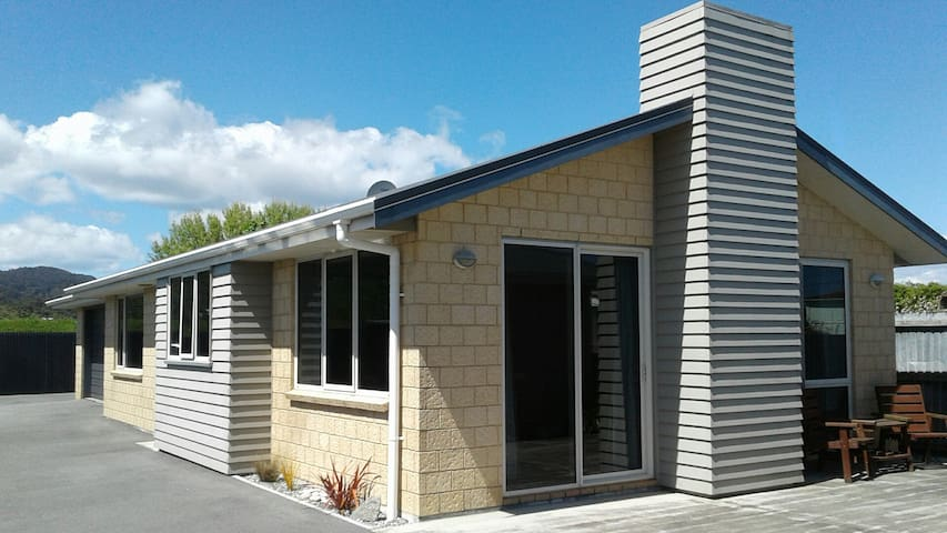 Spacious Modern Apartment (30 mins from Hokitika) - Greymouth - Byt