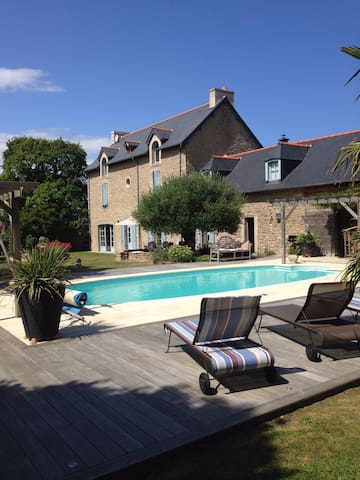 Villa avec piscine, au calme, à 10 min des plages