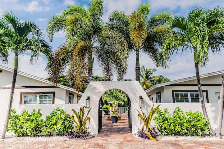 "563 Park Place   Bougain""Villa""   Mins to Beaches"