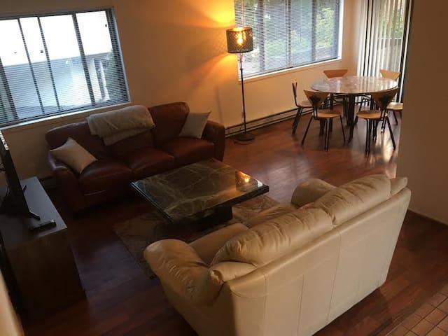 3 Bedroom Retro Apartment in North Beacon Hill