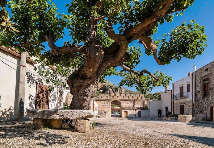 Casa Vacanze Baida - Case castello di Baida - บ้าน