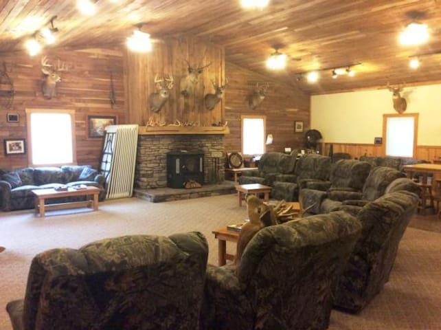 Remote Lodge / Hunting Cabin in Coshocton County! - Walhonding - Leilighet