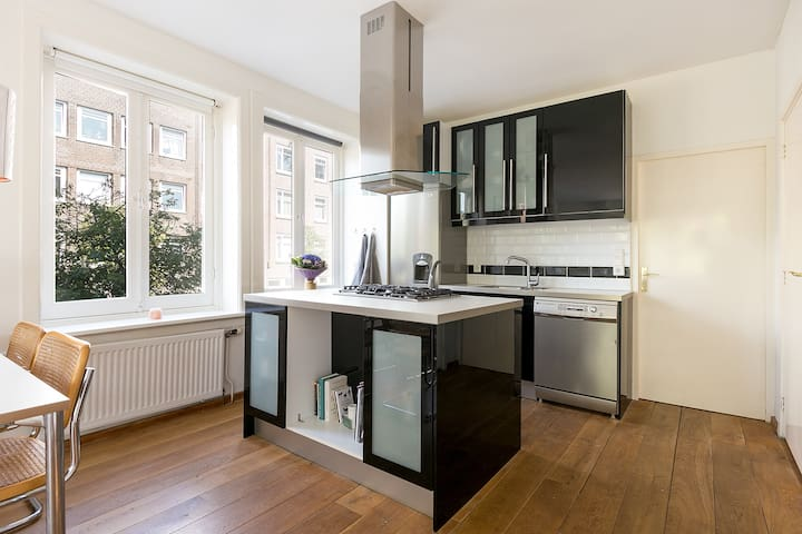 Fully equipped kitchen with modern cooking island