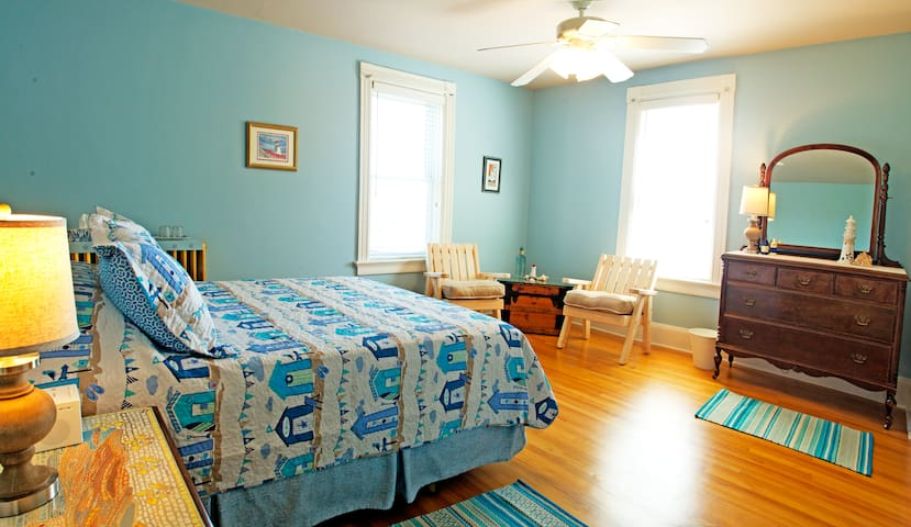 Captain's Bell Bed and Breakfast