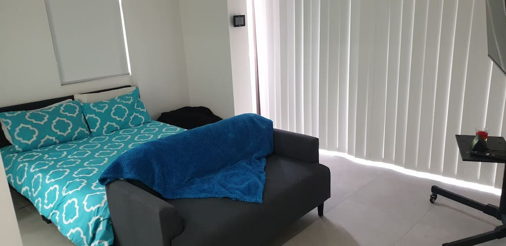 Brand New, Clean & Furnished Studio- 4km from City
