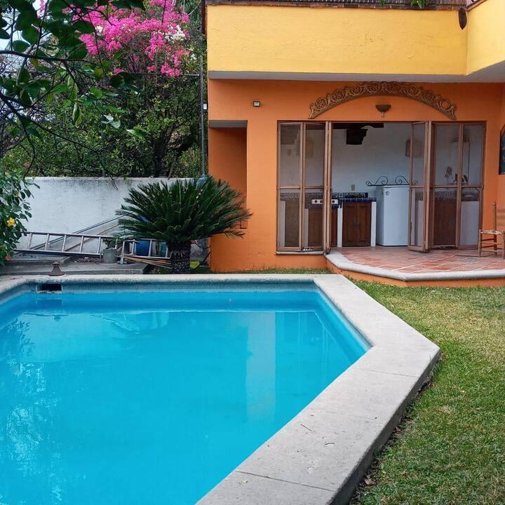 Casa de fin de semana con alberca en Xochicalco