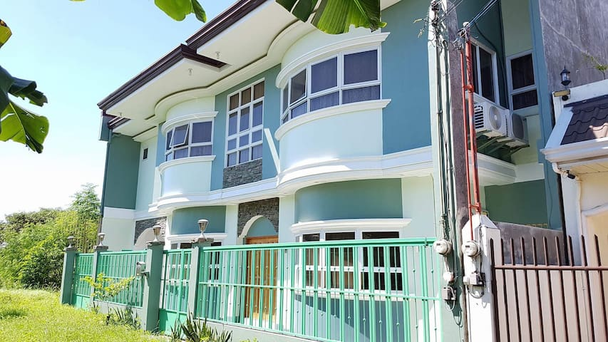 Modern House in LapuLapu City, Cebu - Lapu-Lapu City - Dom