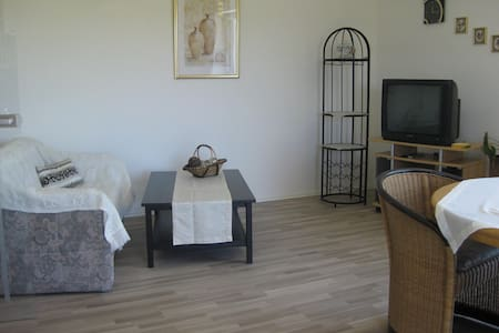 Sonnige Wohnung mit toller Aussicht - Lappersdorf - Condominium