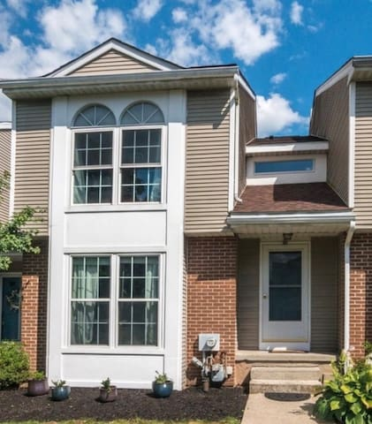 Private Bed & Bath in heart of Montgomery County.