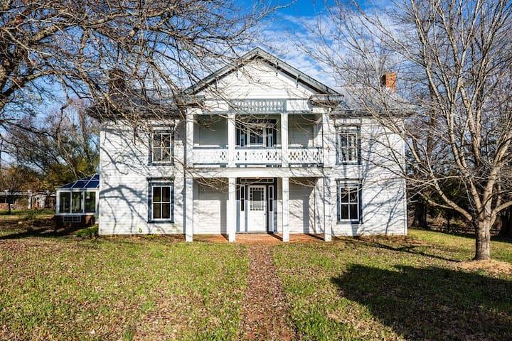 Farm House:  Rustic, Classic, Perfect
