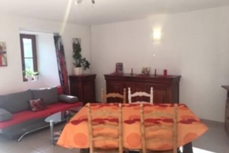 Appartement dans village typique causse méjean