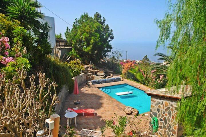 Casa con Vistas a La Gomera y Piscina Climatizada