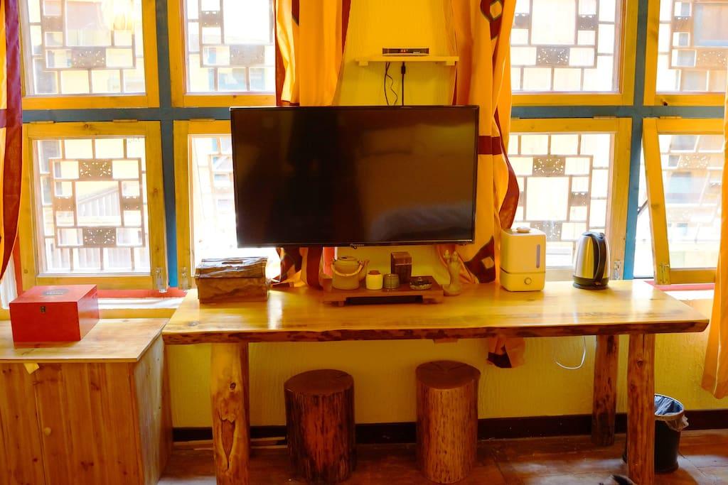 配备超大电视、加湿器、热水壶、茶具