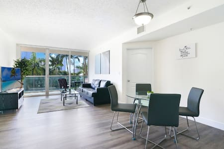 Modern Apartment w POOL - 5-minute walk to Beach