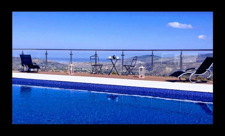Luxurious Villa Aera with Private Heated Pool.