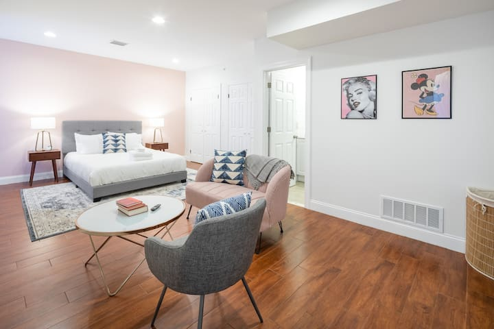 Gorgeous 1-Bed 1-Bath Sosuite