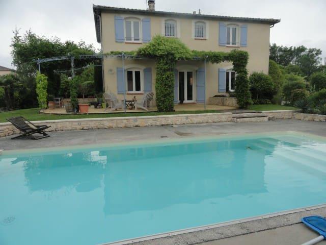 Chambre dans Maison à 20mn de Toulouse et Aeroport - Saint-Sauveur, Haute-Garonne - 家庭式旅館