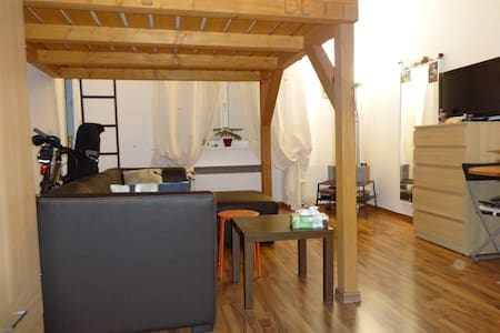 Studio apartment, close to the city center. - Prague