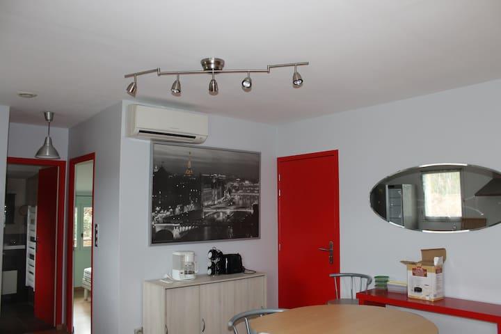 Appartement climatisé au calme Vinezac