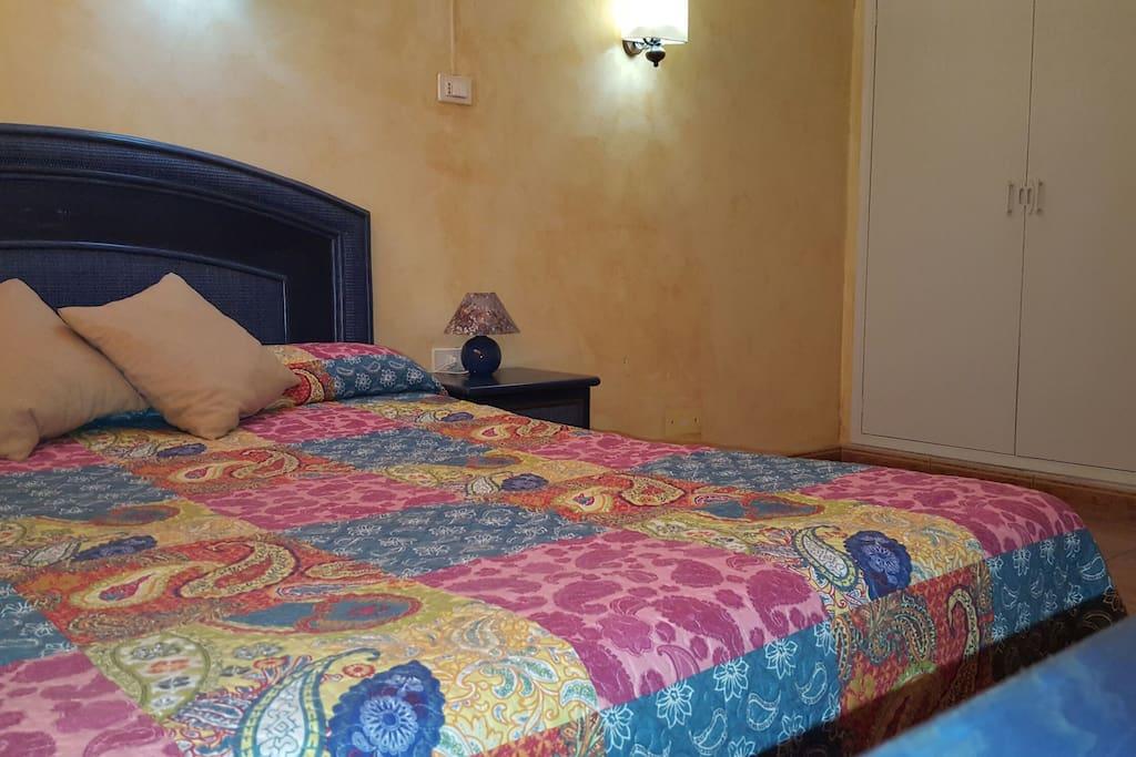 Habitación doble con cama de 150 cm