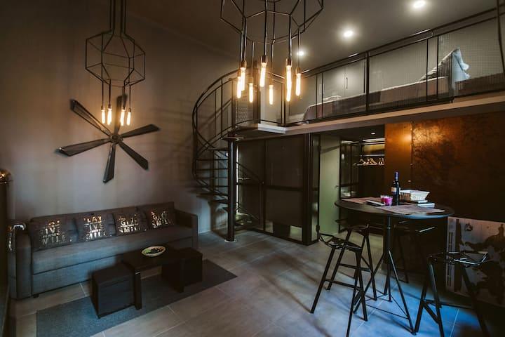 Rusty Apartment Loft: unique, Great location, wifi