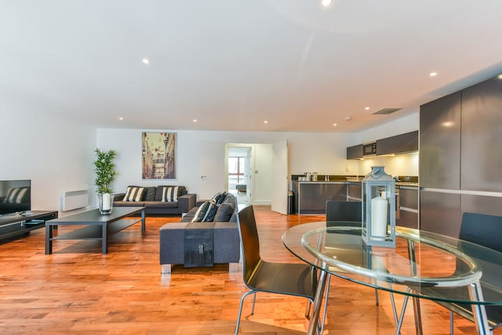 Stunning Home Away From Home, Great Location - London - Apartment