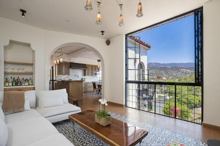Iconic architecture, hot tub, and views- all within minutes from downtown SB!