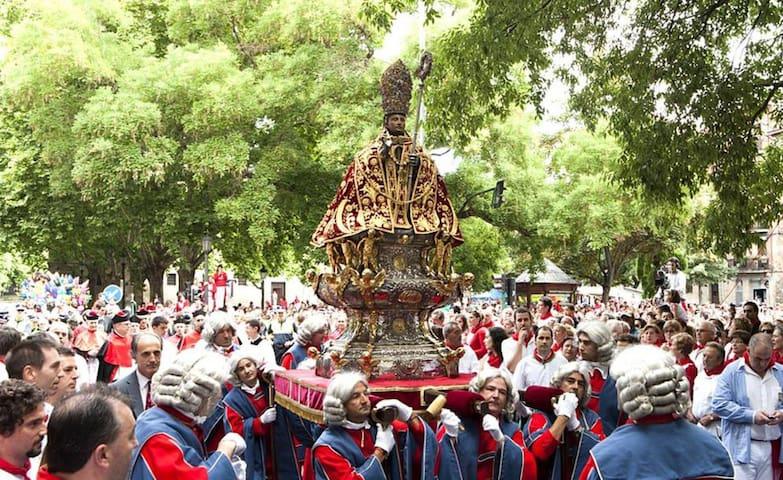 Fiestas de San Fermín en C/San Lorenzo, Pamplona - Pamplona - Casa
