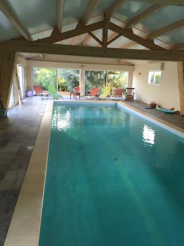Maison moderne piscine intérieure chauffée - Saint-Benoist-sur-Mer - Ház