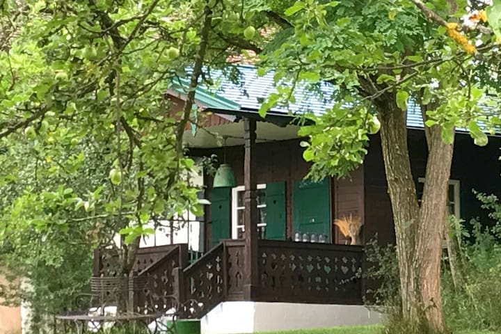 Cosy wooden holiday home on a property located not far from the Ammersee (Lake Ammer).