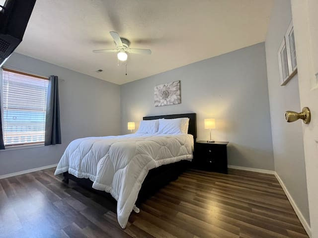 Queen bedroom downstairs features a queen size bed with luxurious Egyptian cotton Bedding, 2 phone charging lamps, Smart TV, & Walk in closet!