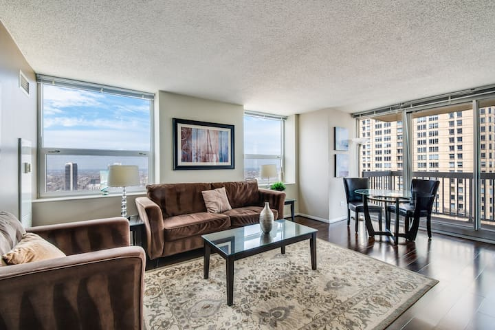 Luxury 43rd-floor suite at Grand Plaza near Magnificent Mile w/ pool, gym, more!
