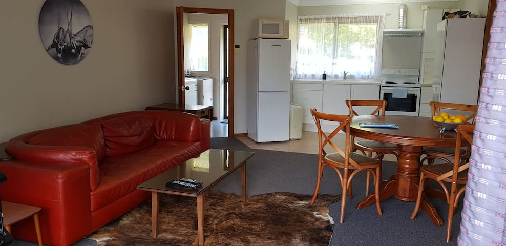 Spacious self contained 1 bedroom apartment