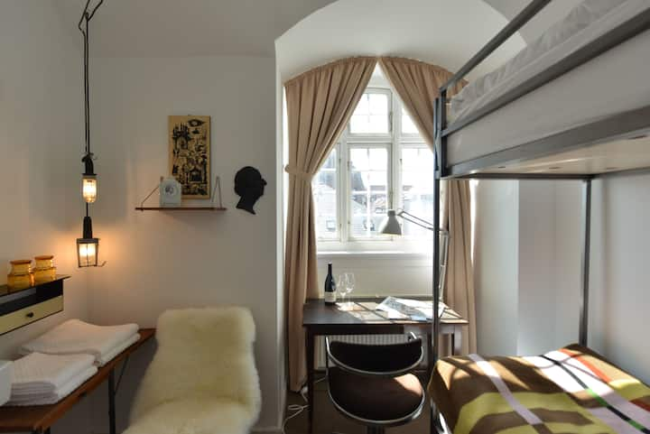 Carmel Boutique  Hotel | Single Bed Room | Prime Location | Shared Bath Room