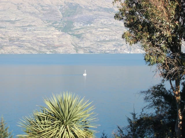 Large sunny room with great views - Queenstown - Casa
