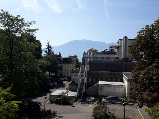 Independent studio close to lake of Vevey