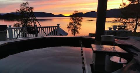 Hamnesvikan-Cabin by the sea