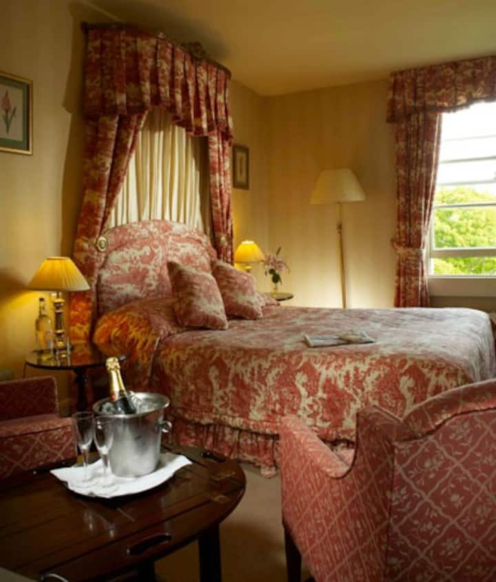 City Centre Room, Great Service, with Breakfast.