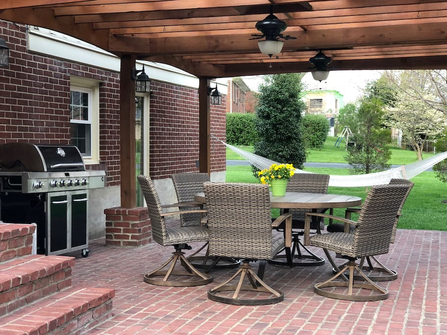 large back patio with gas grill, seating for 6