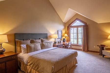 Lodge King 412   Tamarack Resort   Sleeps 2