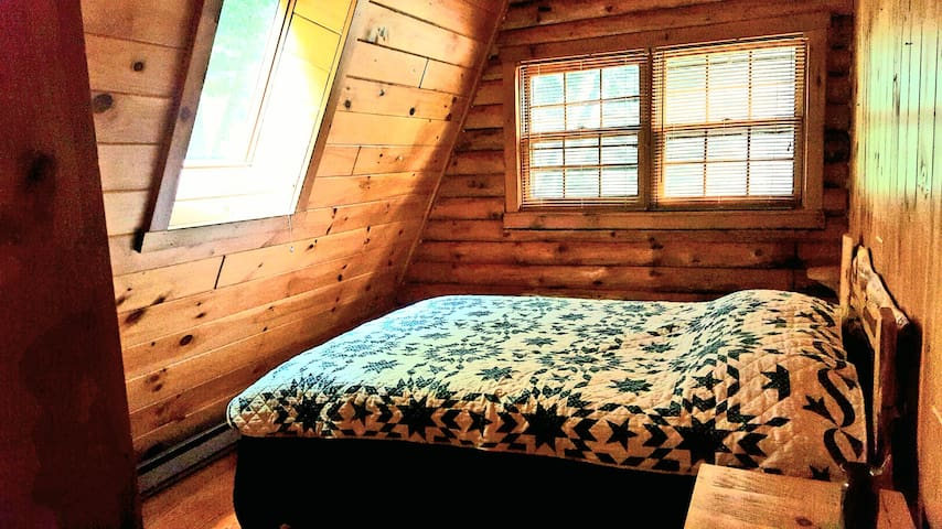 Master Bedroom with Queen Bed and cooling mattress
