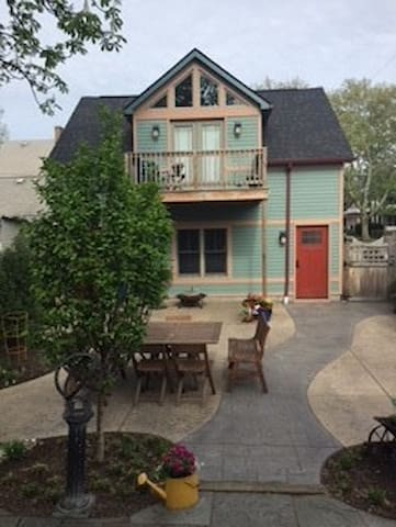 Carriage House apartment in Tremont