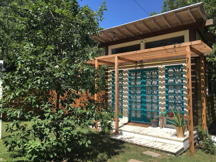 Quiet, charming South Austin casita