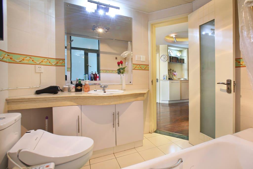 卫生间 Bathroom